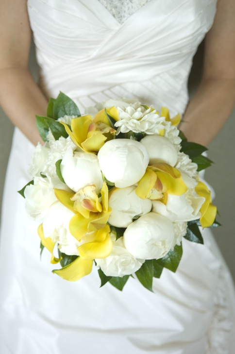 Amazing white and yellow bridal bouquet