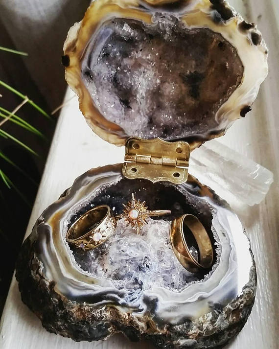geode, agate, quartz wedding ideas - ring box