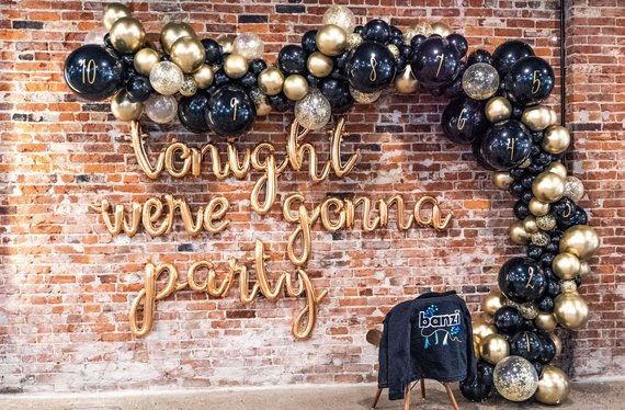 New Years Eve Party ideas - balloon garland